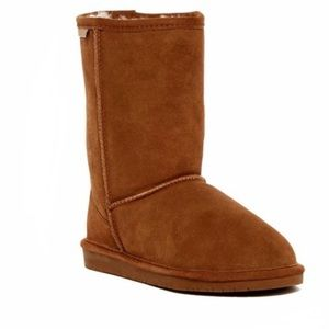 BEARPAW Women's short boot - Size 7 - gently used